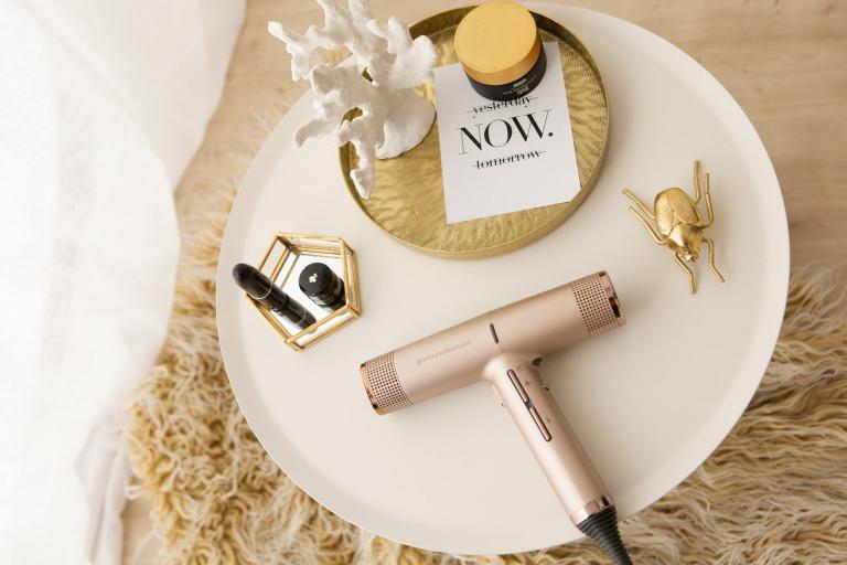 女性への美容家電のプレゼント!彼女や母が喜ぶ人気の美容家電まとめ_アイキャッチ