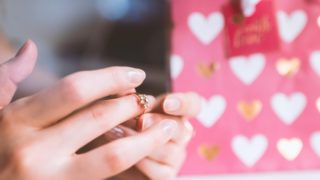 【最新】彼女へのプレゼントで人気の指輪!誕生日やクリスマスに!_アイキャッチ