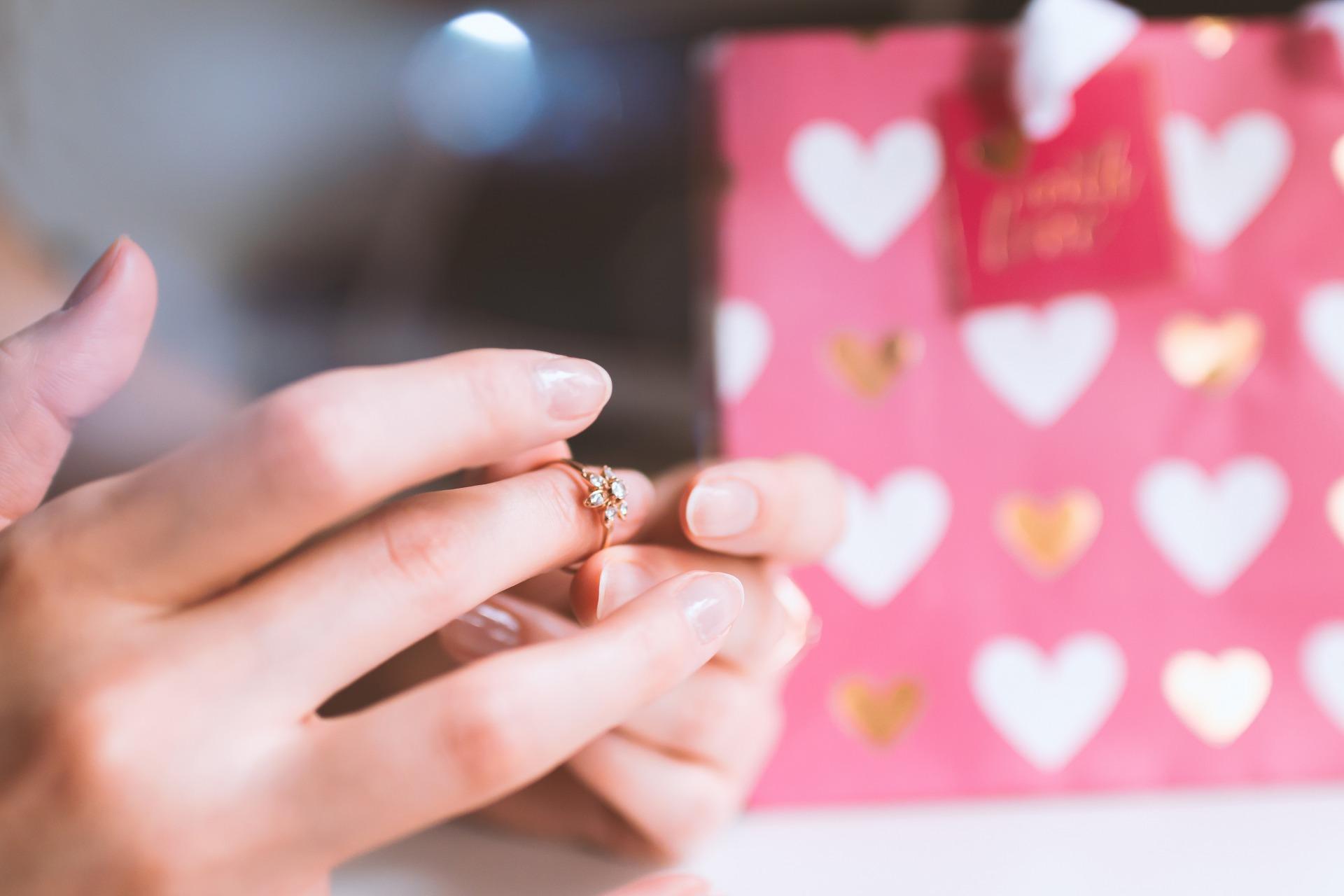 【最新】彼女へのプレゼントで人気の指輪!誕生日やクリスマスに!