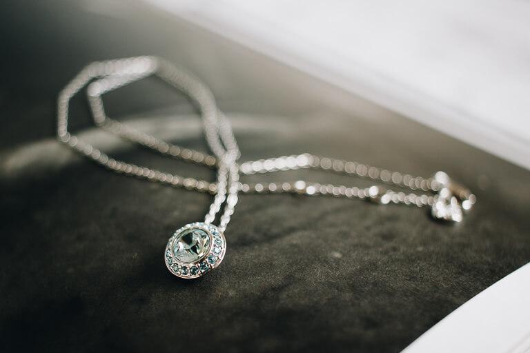 30代の女性が身に着けるネックレスのイメージ_アイキャッチ1