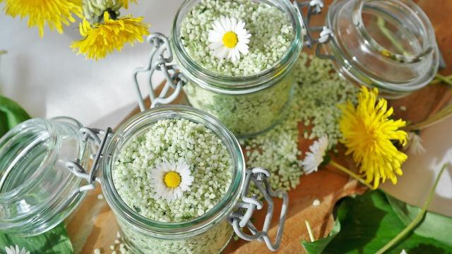 入浴剤とお花の写真