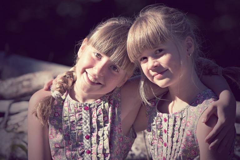 小学生の女子たち