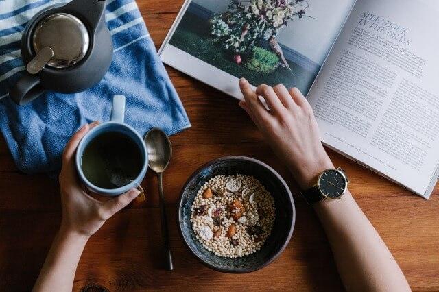 腕時計とコーヒー