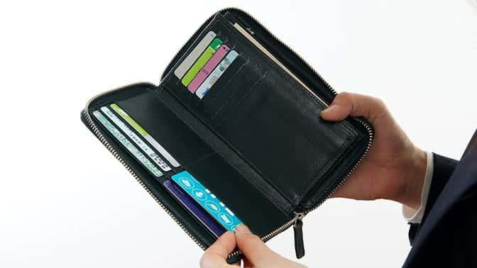 大容量が魅力的なビジネスレザーファクトリーの長財布