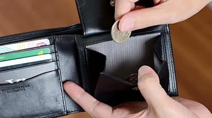 大きく開く小銭入れがあるビジネスレザーファクトリーの二つ折り財布