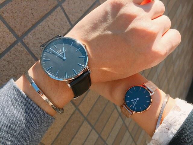 カップルがペアでダニエルウェリントンの腕時計をつけた画像2