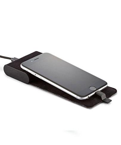 NUANS ROLLDOCKのモバイルバッテリーの使用写真