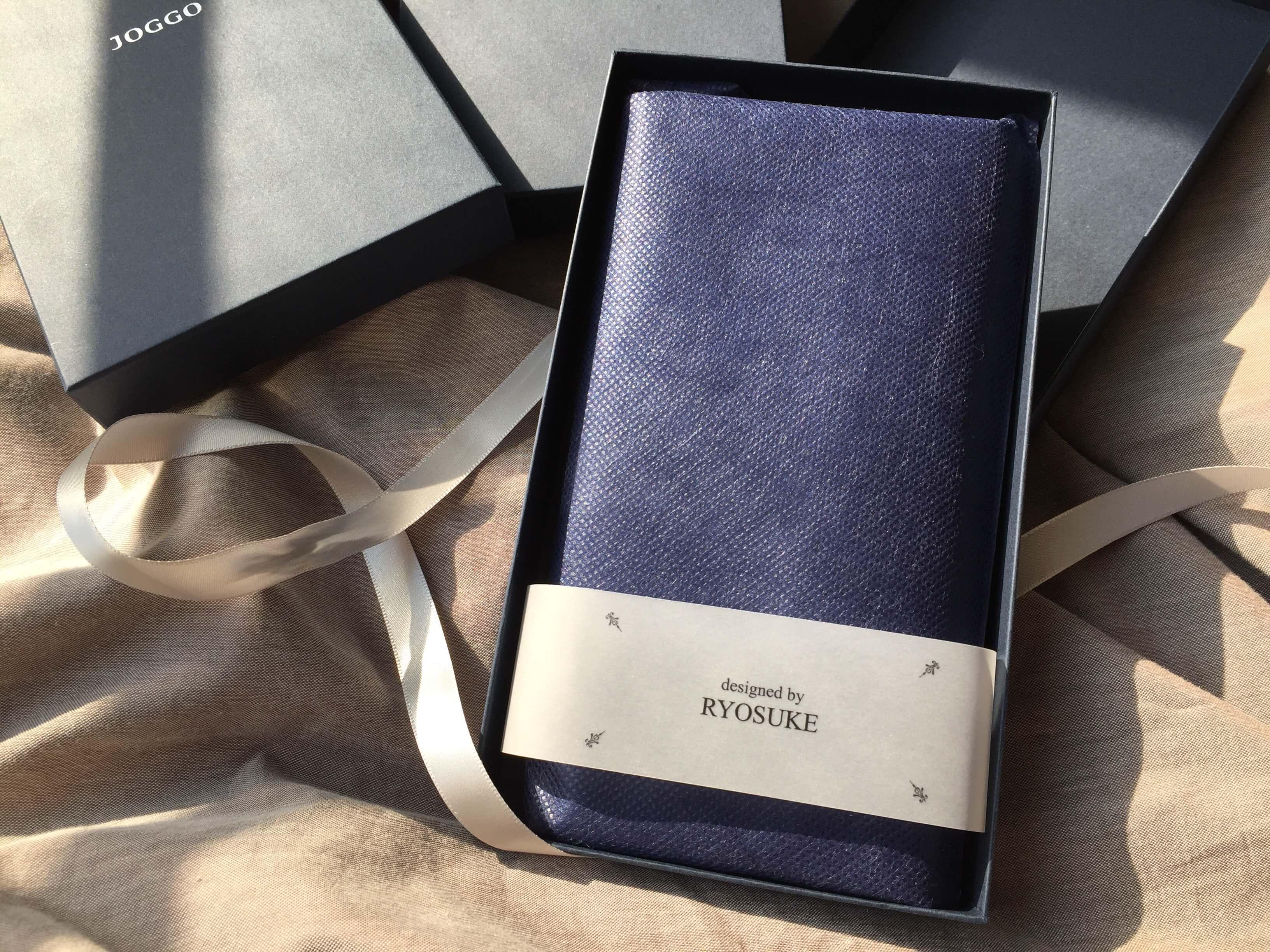 JOGGOの本皮長財布のラッピング写真
