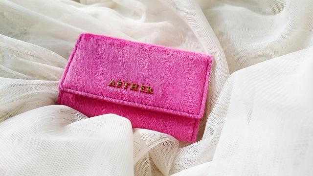 ヘアレザー・キーケース アリュール・プティのローズピンクのキーケースの写真