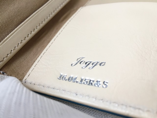 JOGGO二つ折りパスケースの名入れとロゴ