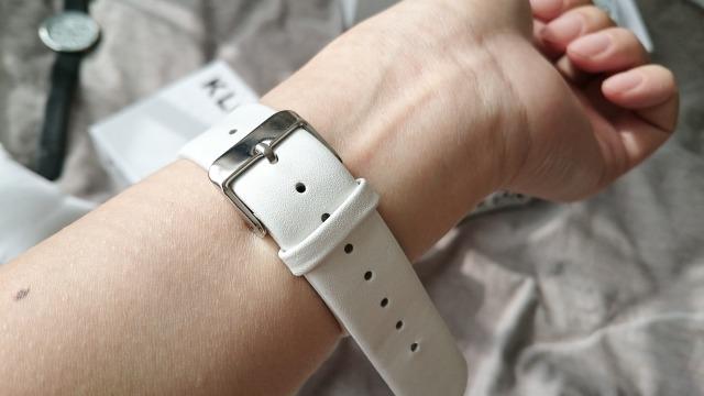 KLONの腕時計のホワイトベルト