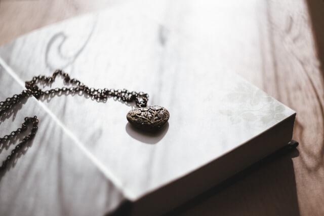 彼氏に贈りたいネックレスの写真