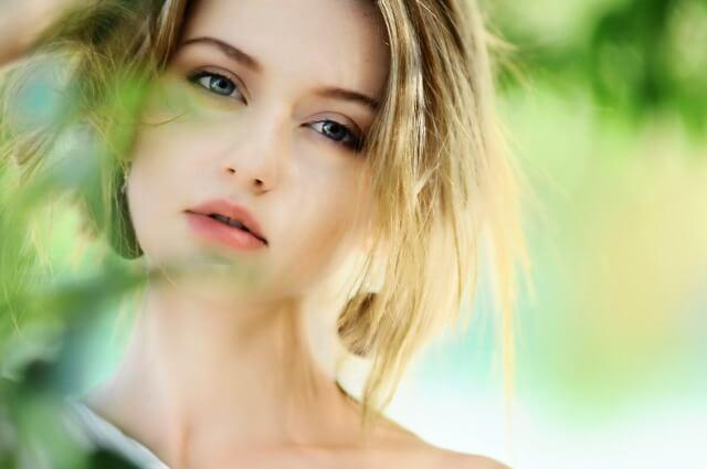 美容家電をプレゼントされて喜ぶ女性