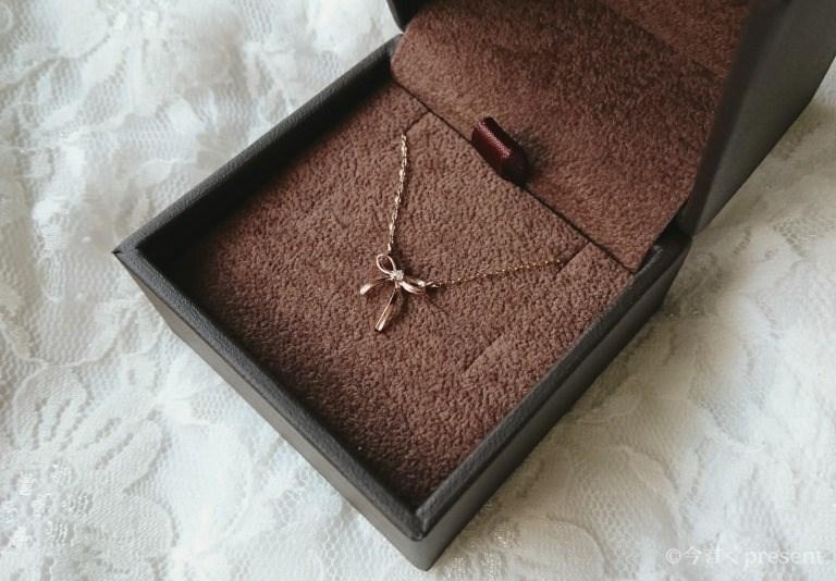 女性へのプレゼントにぴったりなJewelry ROLA(ジュエリーローラ) 心葉のダイアモンドリボンネックレス