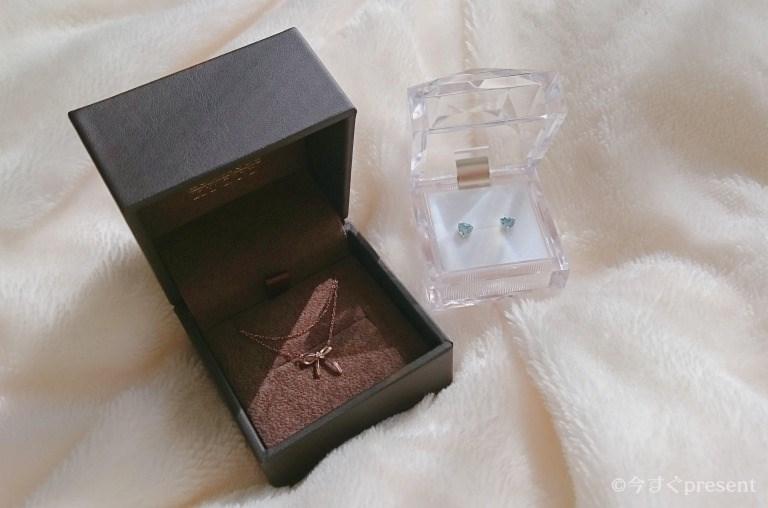 女性へのプレゼントにぴったりなJewelry ROLA(ジュエリーローラ) 心葉のネックレスとピアス