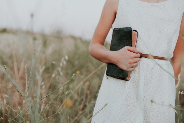 財布をプレゼントされて喜ぶ30代女性
