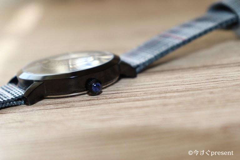 腕時計Classic Quartz 40mmのリューズの誕生石