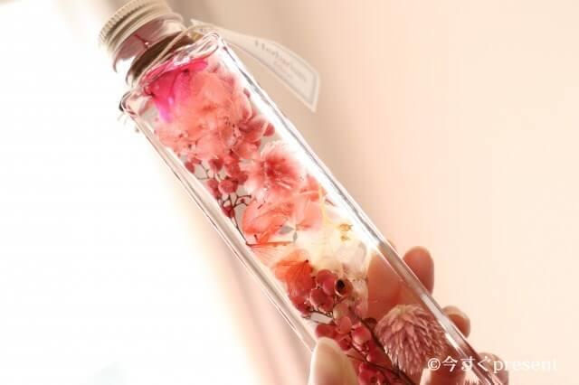 フェリナス_ハーバリウム 角瓶ピンク_アップ03