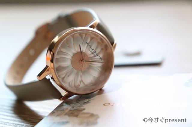 腕時計の盤面アップ