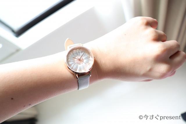 実際に私icoがオリビアバートンの腕時計を身に着けた画像