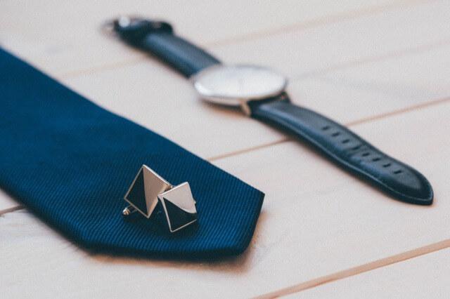 プレゼントのネクタイのイメージ