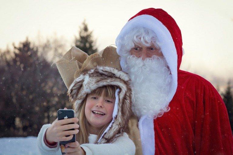 サンタと小学生の女の子