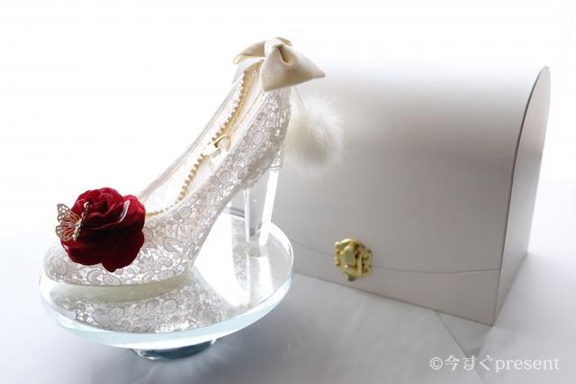 メリアルームメン_シンデレラのガラスの靴_スタンドに置いた