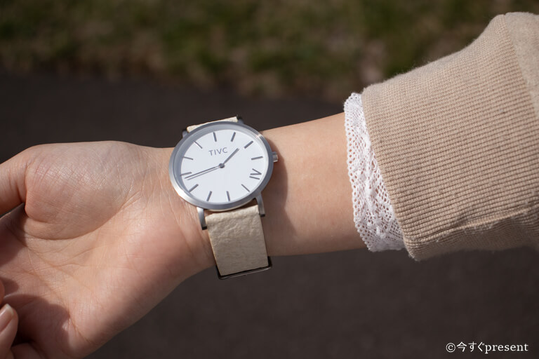 TIVCの腕時計を着用した写真