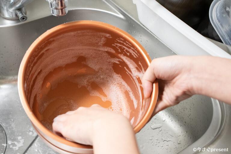 プレッシャーキングプロ_鍋を洗っている写真