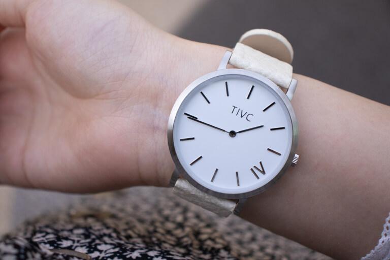 TIVCの腕時計を着用した写真_アイキャッチ
