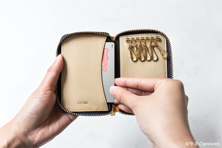JOGGO_ラウンドキーケース_中のデザインとカードポケット