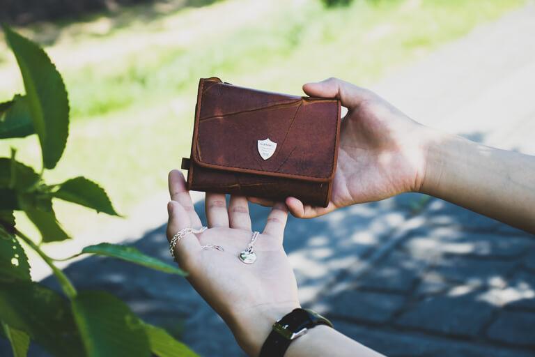 GARNI_レビューする財布とネックレス
