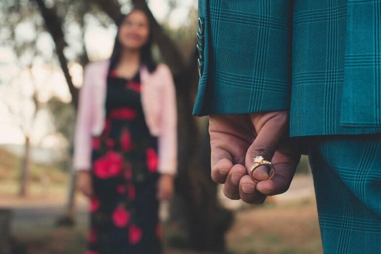 プロポーズで渡す指輪のイメージ