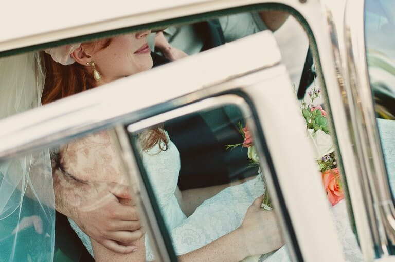 ピアスを身に着けた女性のイメージ