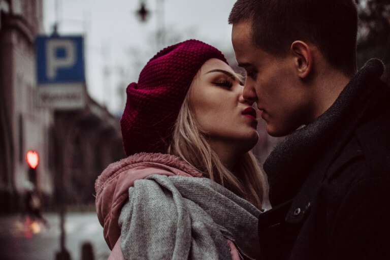 20代のカップルのイメージ2