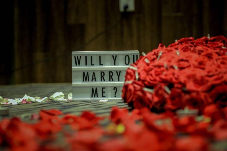 プロポーズの言葉とバラのイメージ