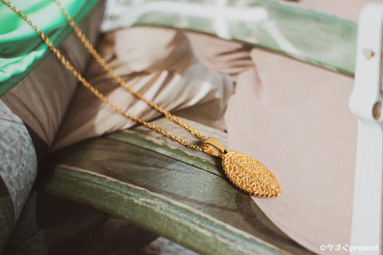 ネックレスのプレゼントのイメージ写真
