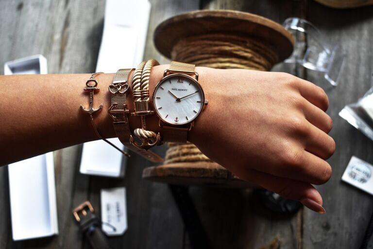 大きめの腕時計のイメージ写真