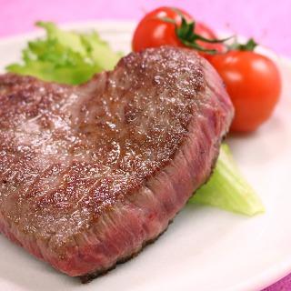 かわいいハート型の米沢牛 特選赤身モモステーキ_焼いたイメージ