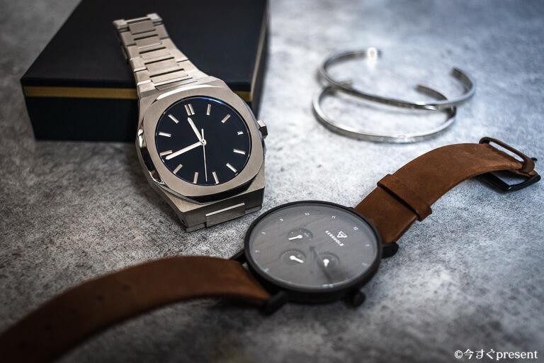 メタルバンドの腕時計とレザーベルトの腕時計1