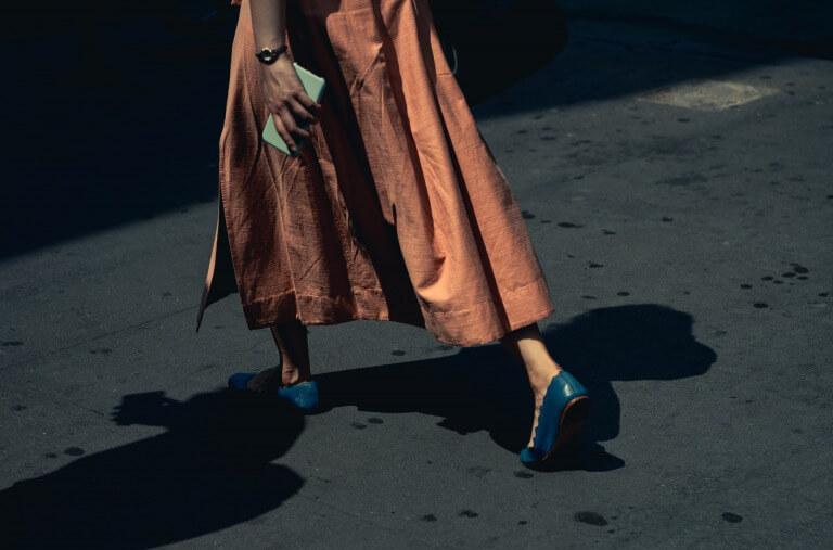 腕時計を身に着けた20代女性のイメージ2