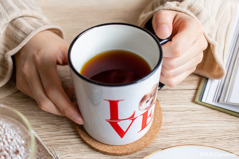 omoiire_ペアマグカップ_紅茶を淹れた写真