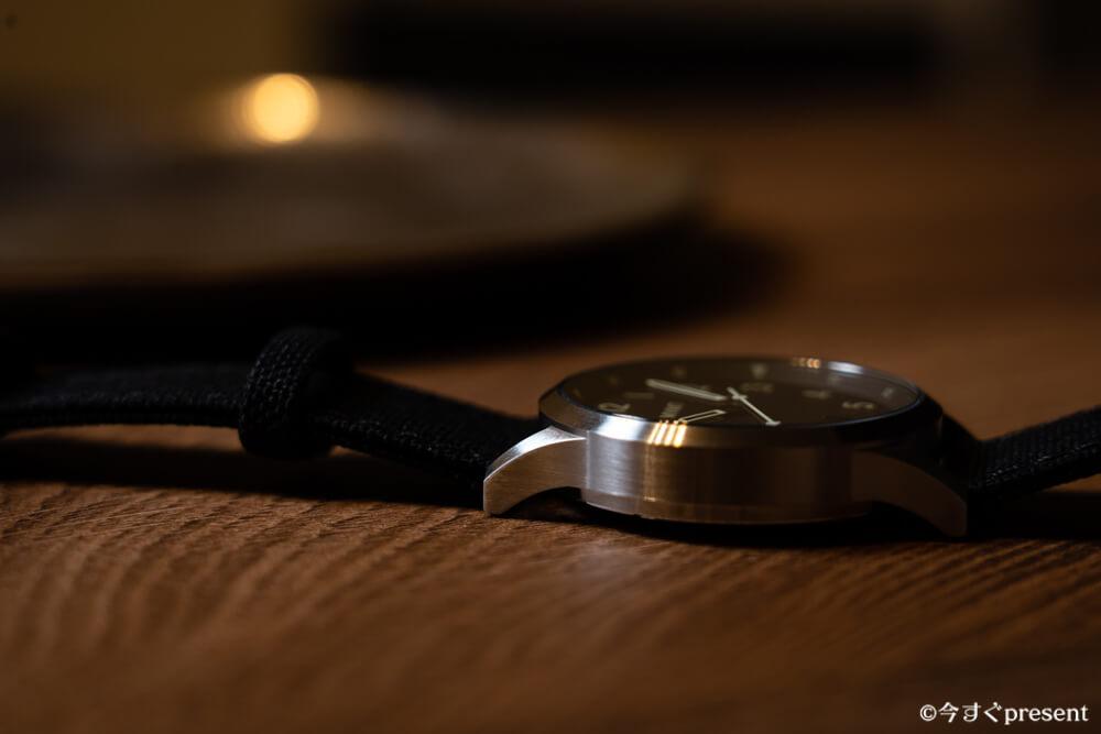 MVMT_28000013-D_腕時計_ケースの厚み