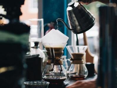 コーヒー好きの女性が喜ぶプレゼント10選。彼女・女友達・母へ_アイキャッチ写真