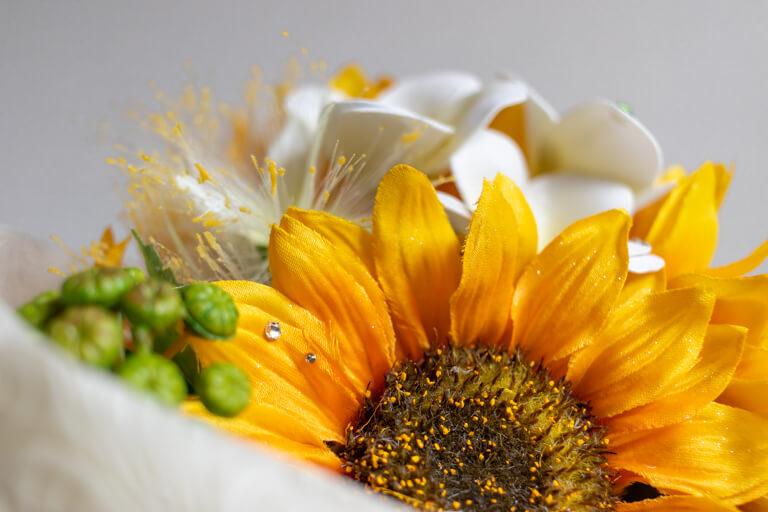 MERIA ROOM MEN(メリアルームメン)_花束と花瓶のセット_メッセージフラワーひまわり_花びらのアップ_2