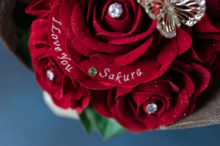 MERIA ROOM MEN(メリアルームメン)_12本の赤バラの花束と花瓶セット_花びらの名前とメッセージ_2