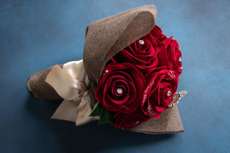 MERIA ROOM MEN(メリアルームメン)_12本の赤バラの花束と花瓶セット_全体の写真