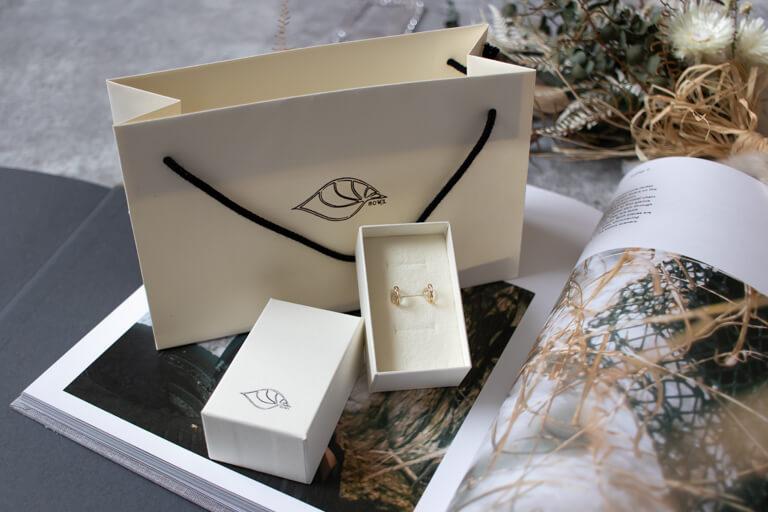sowi_紙製のボックスとショッパー