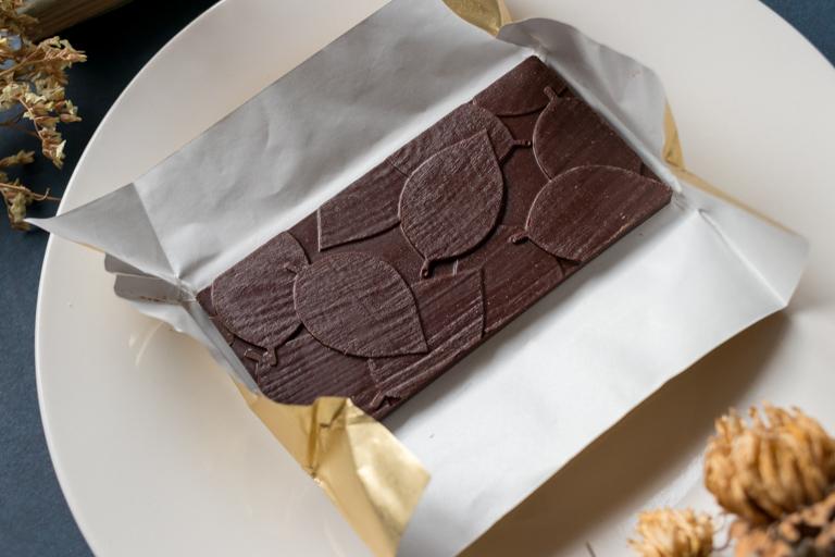 DRYADES_ドリュアデス_木の葉のタブレット(ブラック 62%)_チョコレート全体