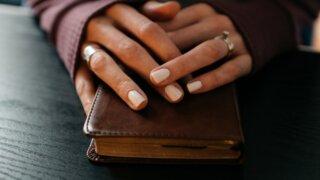 【プレゼントされたい財布は?】女性が本音で選ぶ人気ブランドランキング(彼女・妻へ)_アイキャッチ